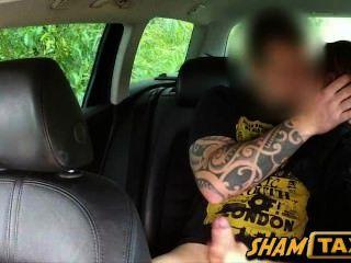 hot tschechische Babe betrogen und hart mit dem Taxi Fahrer gefickt