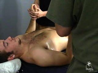niedlich str8 Kerl bekommt massaged./