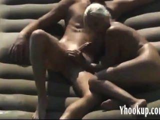 Amateur Blondine auf spycam gefangen haha- yhookup