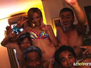 japanische Mädchen von schmutzigen alten Männern gefickt