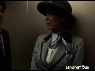 Asian Sex in einem öffentlichen Aufzug