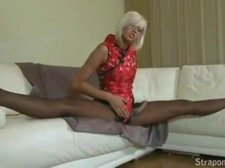 straponcum blond