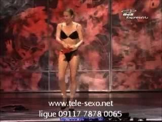 Zauberin wird auf der Bühne tele-sexo.net 09117 7878 00 völlig nackt