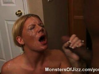 Milf von foutain Sperma von einem großen schwarzen Schwanz überrascht!
