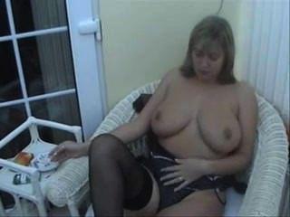 big tits Rauchen 1/2