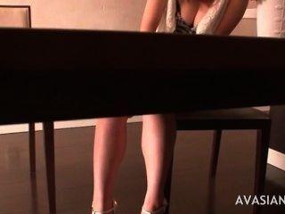 haarigen japanischen Mädchen einen intensiven Orgasmus bekommen