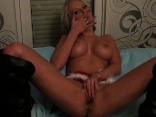 sexy blonde Webcam Mädchen fickt ihre Muschi gut