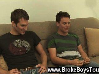 Homosexuell xxx dieser Folge erwärmt sich wirklich auf, als die beiden Jungs jeden anderen Mann blasen