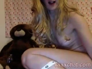 sexy Blondine mit brutaler Spielzeug in ihren Arsch