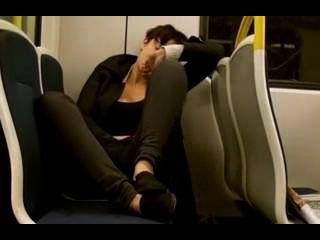 Amateur masturbiert auf Zug