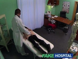 fakehospital Spion auf recht jugendlich langsam verführt und nimmt Creampie