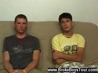 hot Homosexuell Sex hatte ich die Jungen entkleidet zu bekommen beginnen und sie taten dies durch