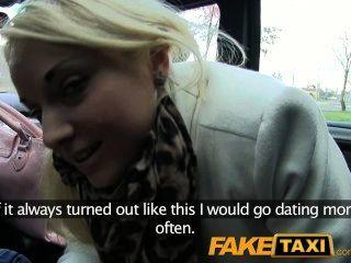 faketaxi blonde Kunde von Taxifahrer verführt