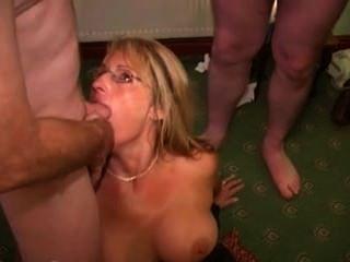 britische Hure Mutter liebt cum Gesichts