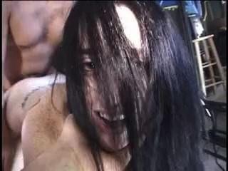 sexy vollbusige Brünette bekommt Küken, das eine heiße Gesichts nach ihrer Muschi gebohrt mit