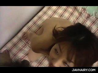 jap kleines Mädchen bekommt haarige Fotze gespielt und gibt ihr erster Blowjob