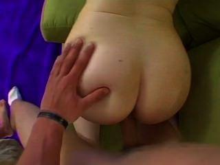 große Titten Babe reitet Schwanz