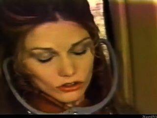 Retro lesbische Mädchen auf Flugzeug einen Passagier Muschi ohne Erlaubnis lecken
