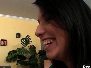 sexy Brünette Babe spricht ihre Freundin part6
