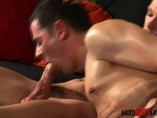 alex ford und jake richards einander steif Reiben