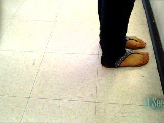 junge latina Füße offen