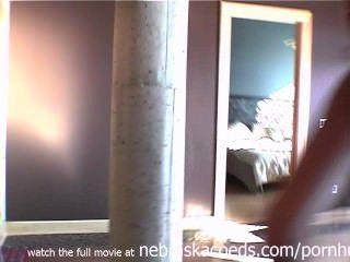 nackt Ex-Freundin um unsere Wohnung Home-Video hängen