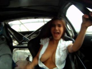 Mädchen verliert sie oben in einem Toyota Supra (Reich des Bösen driften promo)