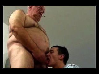 Opa und junge Mann