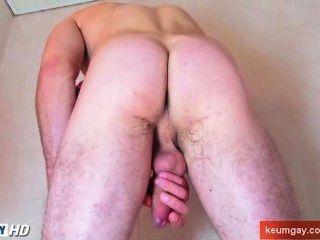 eine Dusche mit einem sehr sexy str8 Kerl mit Farbton Schwanz nehmen!
