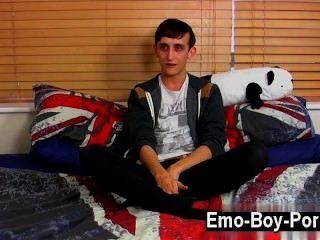 heißen Homosexuell 20 Jahre alte jake wild ist ein wilder emo Junge, der in den