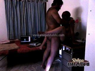 indian Hardcoresex shilpa bhabhi gefickt von raghav auf dem Tisch