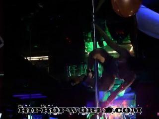 Stripperinnen tanzen