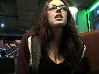 upskirts Toilette Reise Spähen und geheime Voyeur Masturbation in einer öffentlichen Bar