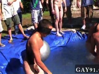 Homosexuell ficken ich meine es ist nicht peinlich genug nackt spielen in einem schelmischen