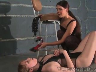 junge Göttin Füße Sklave