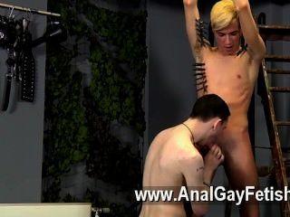 Homosexuell-Clip, er könnte neu sein, aber Reece scheint sicher zu wissen, wie man