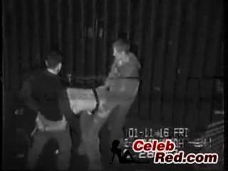wirkliche Sicherheit Nockenband betrunken Mädchen in einer Gasse gefickt