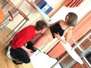 Russische Mutter ficken Schritt-Sohn in der Küche