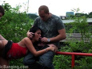 riskanten öffentlichen Sex-Orgie mit brünetten Teil 3