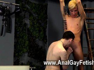hardcore Homosexuell, er könnte neu sein, aber Reece scheint sicher zu wissen, wie man