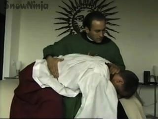 tj Cummings Altar Mann & Priester Rollenspiel & Prügel