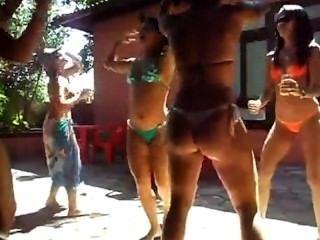novinha Dançando Funk putaria na frente da Cam Video