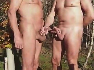 2 reifer Mann im Park.