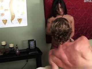 große Brüste Frau Strafe