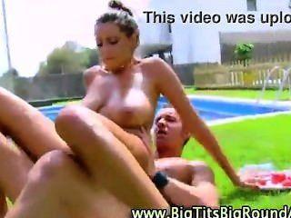 große hüpfenden Brüste auf Hot Babe