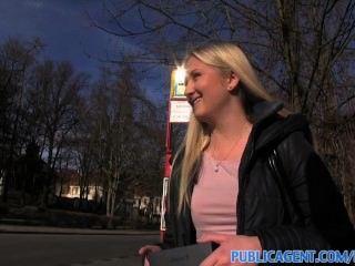 publicagent erstaunliche Titten und eine blonde Blowjob