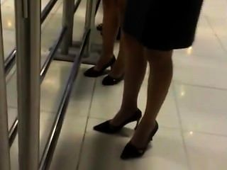 zwei offen Damen in Nylons Tauchen