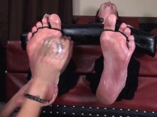 Riesen Füße gekitzelt