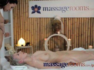 Massageräume atemberaubende Lesben haben ölige Spaß und intensive G-Punkt Orgasmen