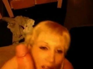blond MILF saugt und nimmt Gesichts